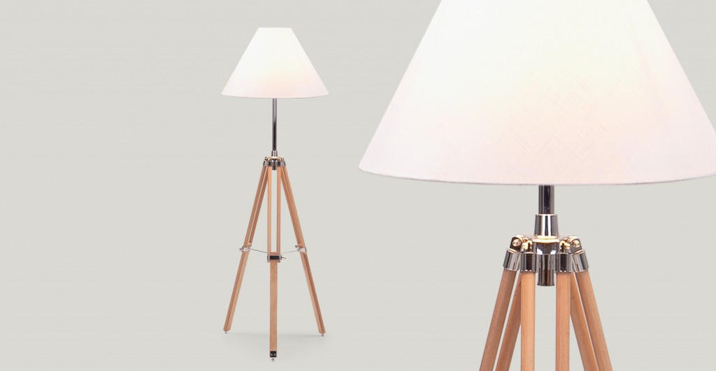 3_navy_lamp_in_natural_wood_lb1